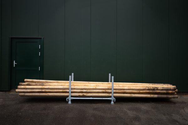 Met deze multifunctionele geschaafde houten palen in combinatie met prikkabels of vlaggen kun je je terrein sfeervol uitlichten!